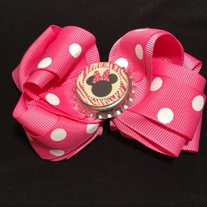 Minnie Mouse soda pop top bow. Pink-White